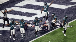 MINNEAPOLIS, MN - FEBRUARY 04: The Philadelphia Eagles celebrate after intercepting an incomplete pass for Rob Gronkowski #87 of the New England Patriots to win Super Bowl LII 41-33 at U.S. Bank Stadium on February 4, 2018 in Minneapolis, Minnesota. (Photo by Christian Petersen/Getty Images)